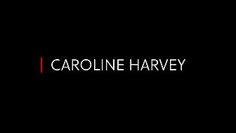 Caroline Harvey chante 'C'est si bon'